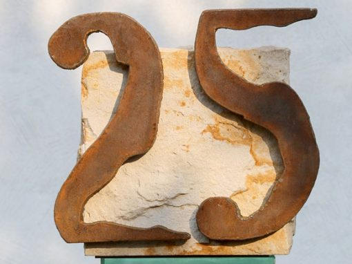 25-jährige Stele